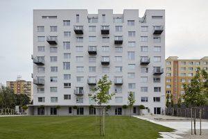 Az Etanus Mérnöki Irodánál egy Budapesti lakás energiatanúsítvány ára 10990 Forinttól indul. Társasházaknál pár ezer forinttal drágább, de a családi házaknál is többnyire 20000 Forint alatt marad.